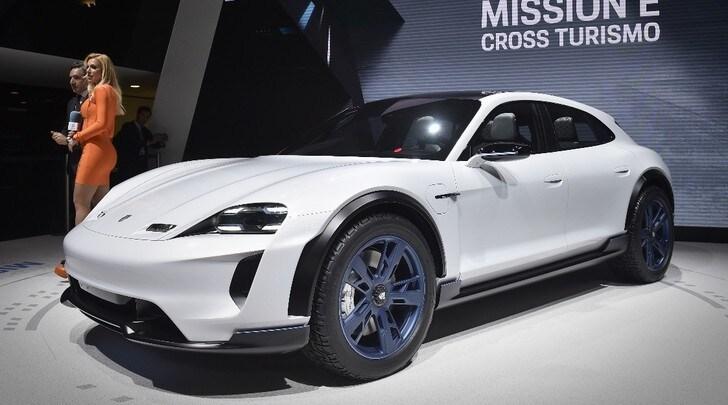 Porsche Mission E Cross Turismo, super crossover elettrica