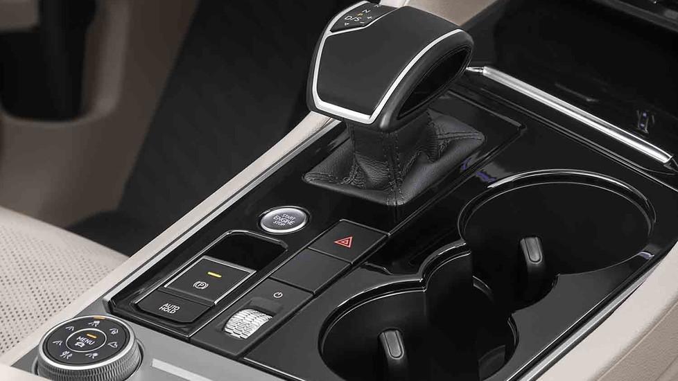 Presentata la nuova generazione, che punta su design e tecnologia. Arriverà in Italia dopo l'estate 2018 con prezzi a partire da circa 60 mila euro.