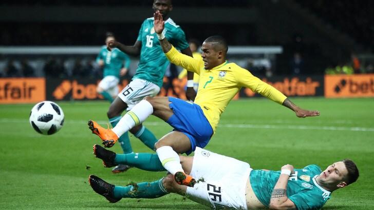 Juventus il brasile ai piedi di douglas costa tite for Quanto costa 10000 piedi quadrati