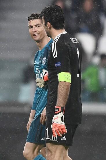 8d9aed834d Cristiano Ronaldo e quell inchino ai tifosi della Juventus... - Tuttosport