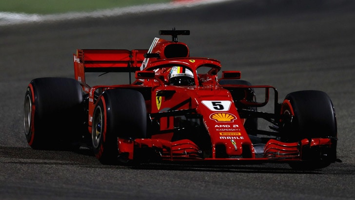 F1 Bahrain, meccanico della Ferrari colpito dall'auto di Raikkonen dopo il pit stop