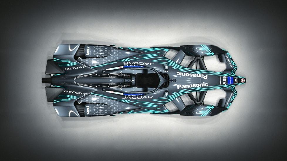 Jaguar svela in occasione dell'E-Prix di Roma la nuova generazione di monoposto per la quinta stagione del campionato elettrico, la I-Type 3, equipaggiata col nuovo propulsore da 340 cavalli, in grado di raggiungere i 280 km/h di velocità massima.