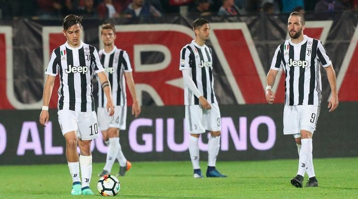 Simy fa il Ronaldo: Juventus fermata sull'1-1 a Crotone. Napoli a -4