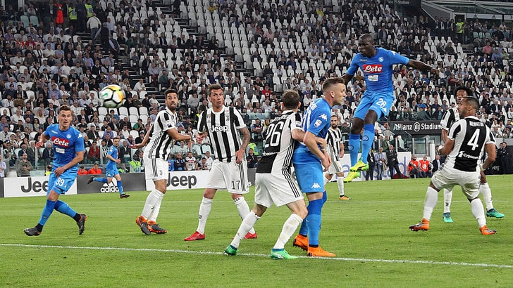 Koulibaly gol: Napoli a -1 dalla Juventus. Scudetto: tutto riaperto. Che flop Dybala
