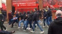 Liverpool, il tifoso aggredito lotta tra la vita e la morte
