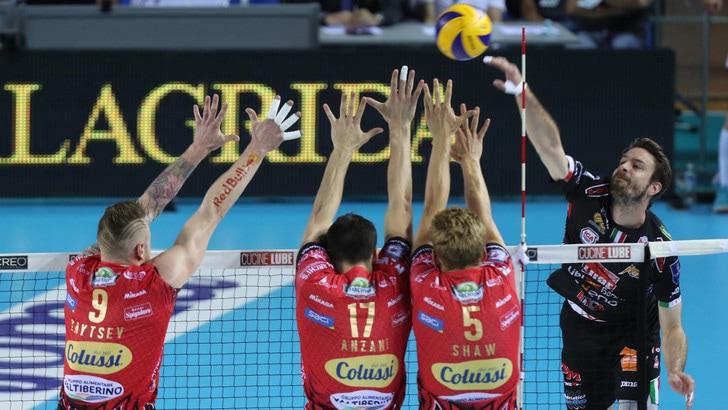 Volley: Superlega, la Lube vince in rimonta e pareggia i conti con Perugia