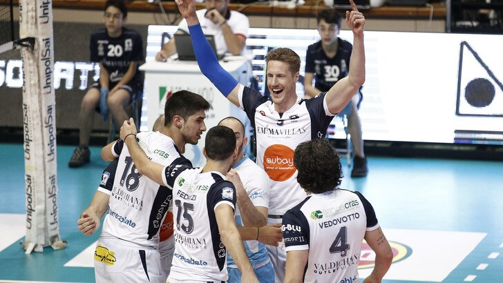 Volley: A2 Maschile, è festa al PalaEstra, Siena conquista la Superlega