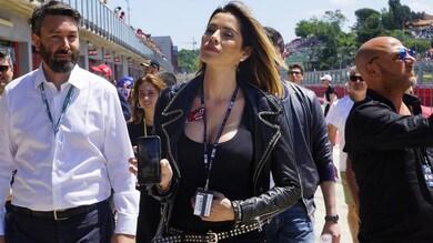 C'è la Superbike a Imola, ma tutti guardano Aida Yespica