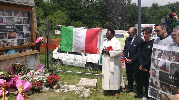 Giro d'Italia: la commemorazione alle vittime del Rigopiano