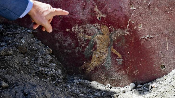 Pompei, riemerge il vicolo dei balconi