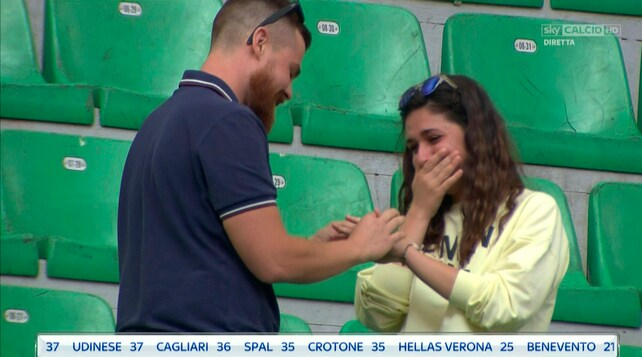 Sorpresa a San Siro: proposta di matrimonio in tribuna