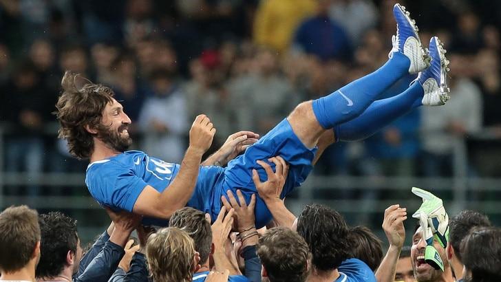 """L'addio al calcio di Pirlo, """"La Notte del Maestro"""" tra applausi e commozione"""