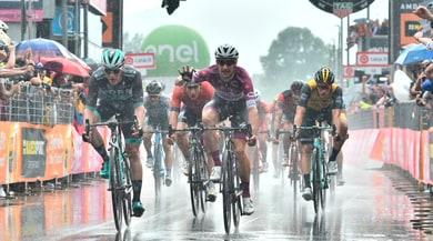 Giro 2018, a Iseo Viviani cala il poker. Yates sempre in rosa