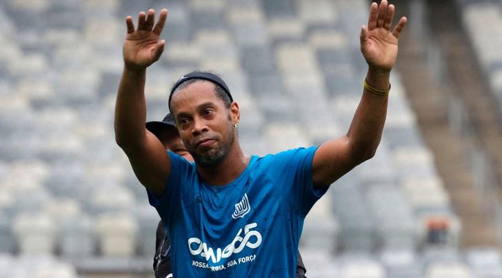 Ronaldinho, altro che doppie nozze: «Io non mi sposo»