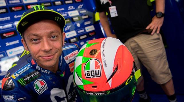 Valentino Rossi, casco tricolore per festeggiare il 2 giugno