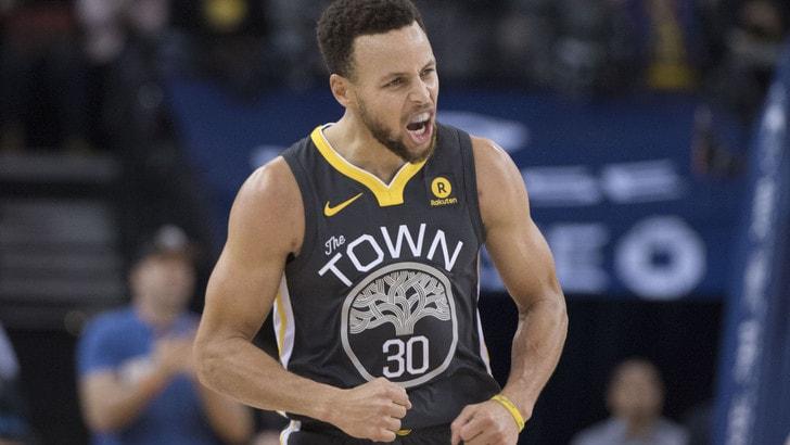 Basket NBA, Curry non si muove da Golden State