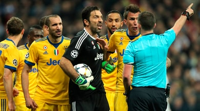 La decisione dell'Uefa: Buffon squalificato per tre partite