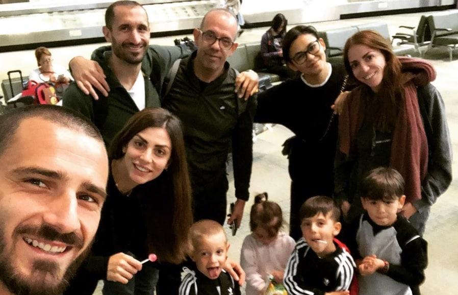 Milan, Bonucci in vacanza con Chiellini. E sui social i tifosi si dividono