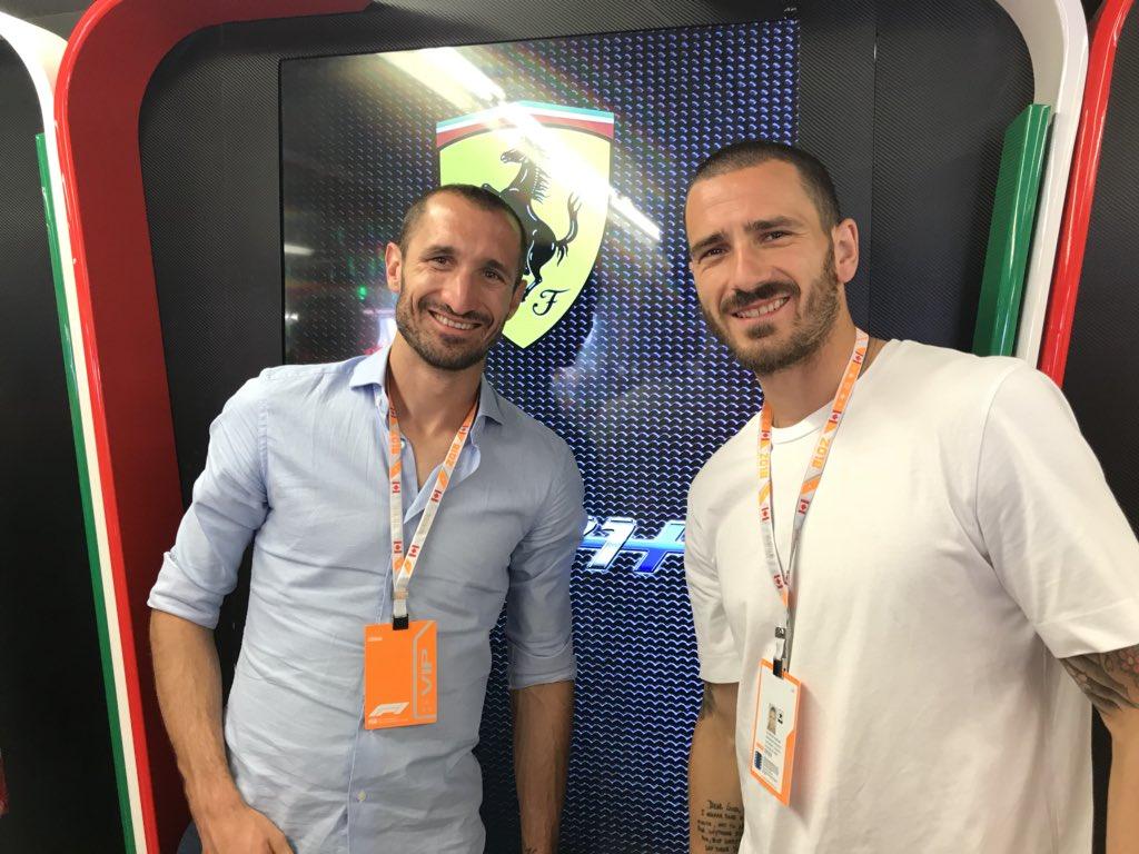 Anche Chiellini e Bonucci nel box della Ferrari