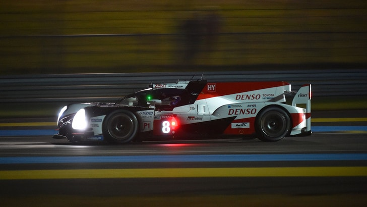 24 Ore Le Mans, le Toyota prendono il largo: Alonso è 2°