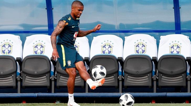 Mondiali 2018, Douglas Costa già corre nel ritiro del Brasile