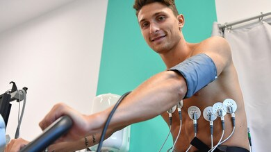 Juventus, ecco Caldara: visite mediche e sorrisi