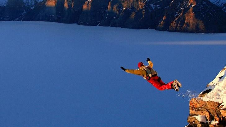 Sport estremi: heliskiing e base jumping in testa
