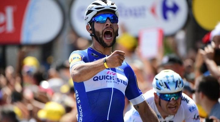 Tour de France, Gaviria prima maglia gialla: cade Froome