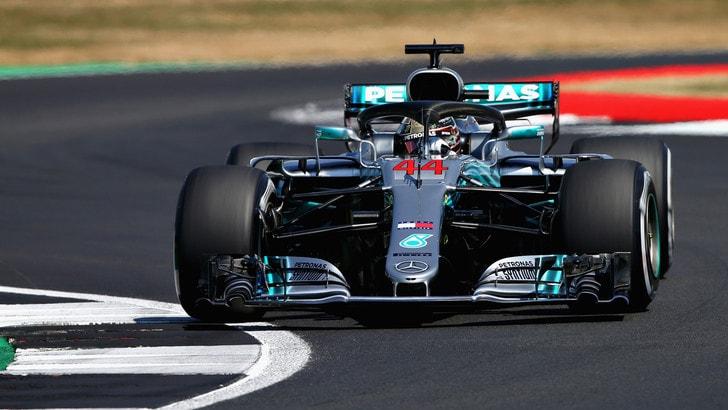 F1, griglia di partenza Gp Gran Bretagna:  in pole c'è Hamilton, ma Vettel è vicinissimo 2°