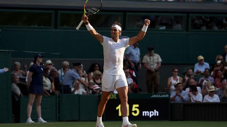 Wimbledon, Nadal vince e raggiunge Federer ai quarti