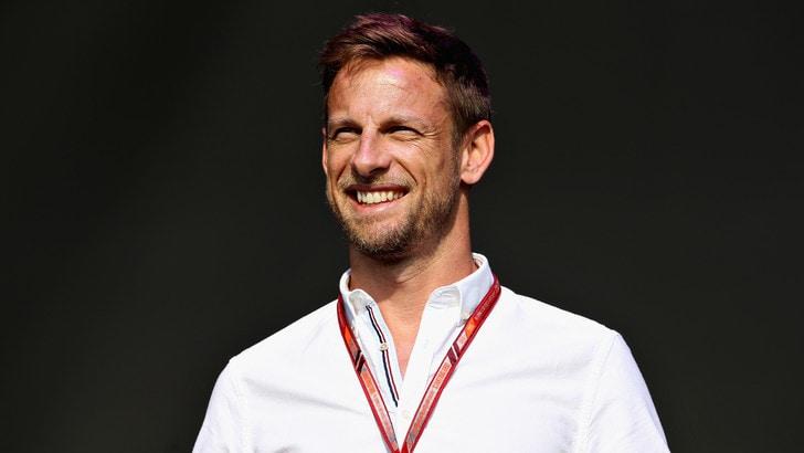 F1, Button