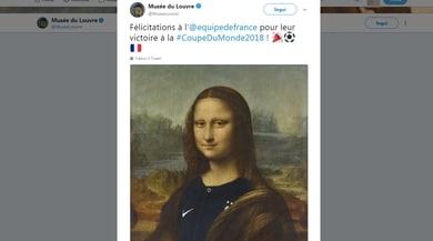 Il Louvre veste la Gioconda con la maglia francese. Tifosi italiani scatenati