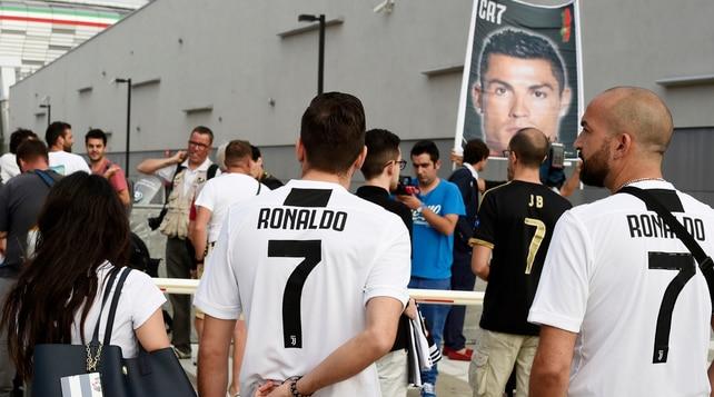 Febbre Ronaldo al J Medical, aspettando Cristiano