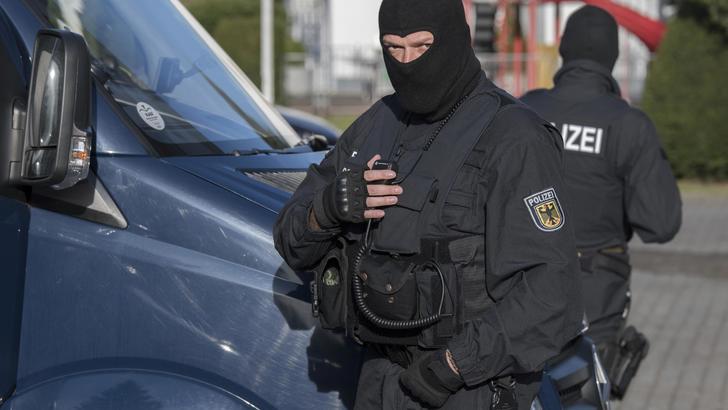 Germania: accoltella passeggeri su bus