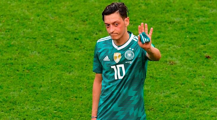Germania, Ozil lascia la nazionale: «Ho sentito razzismo e mancanza di rispetto»