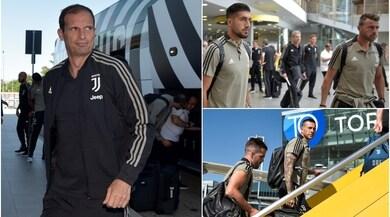 La Juventus è in volo per New York: sorrisi e selfie a Caselle