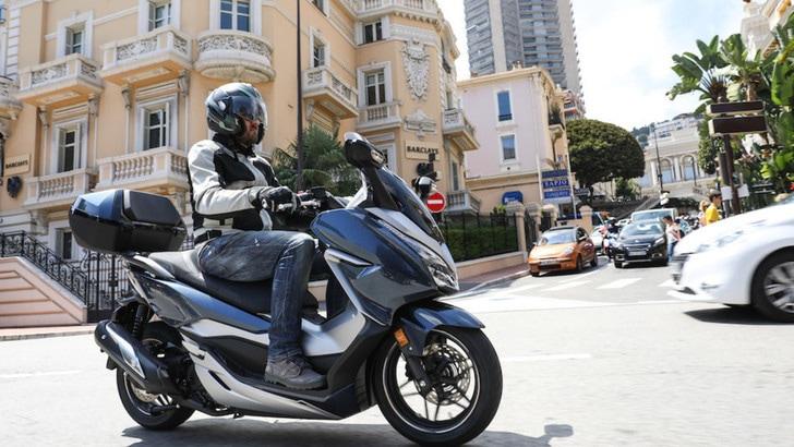 Honda Forza 300: le foto