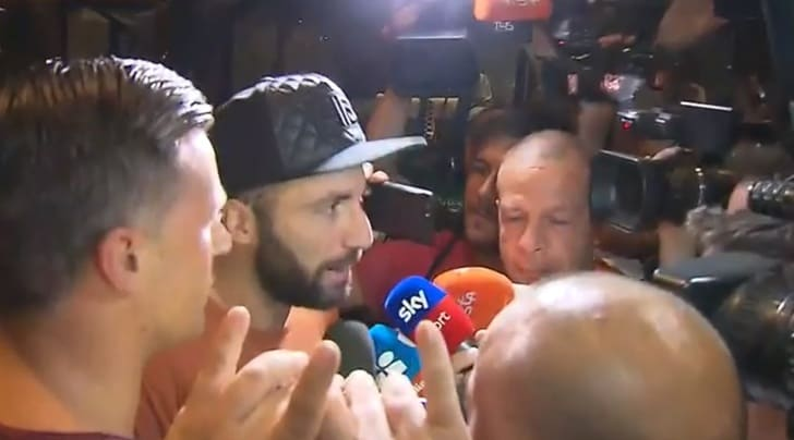 Milan, Higuain travolto dall'entusiasmo dei tifosi: «Felice di essere qui»