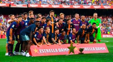 """Striscione """"Genova nel cuore"""" al Camp Nou"""