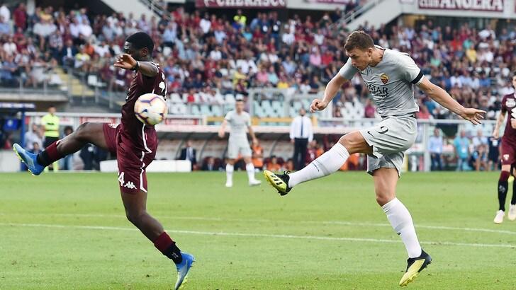 Super Dzeko punisce un buon Torino. Furia Mazzarri, Roma va