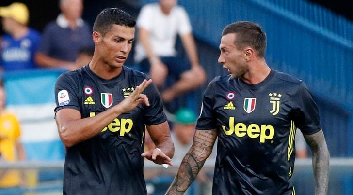 Juventus, Bernardeschi stile CR7. Si porta la palestra a casa