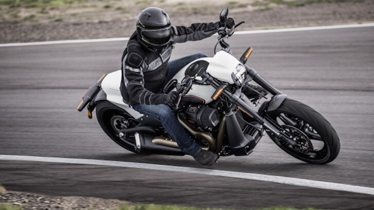Harley-Davidson FXDR 114 2019: muscoli a stelle e strisce