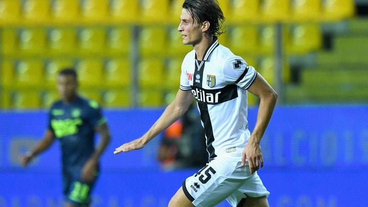 Calciomercato, Inglese: «Qui per aiutare il Parma e segnare»