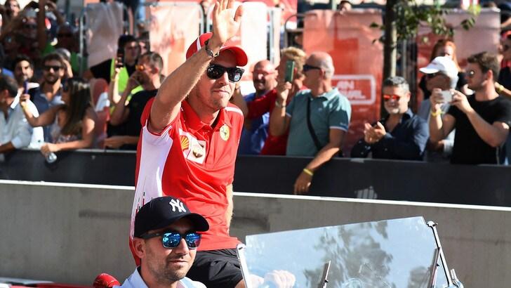 F1, tifosi in delirio per la Ferrari a Milano