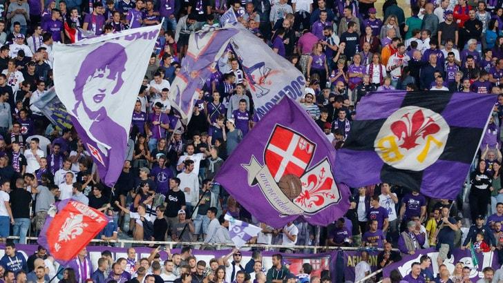 Serie A Fiorentina, i tifosi scortano la squadra al Franchi