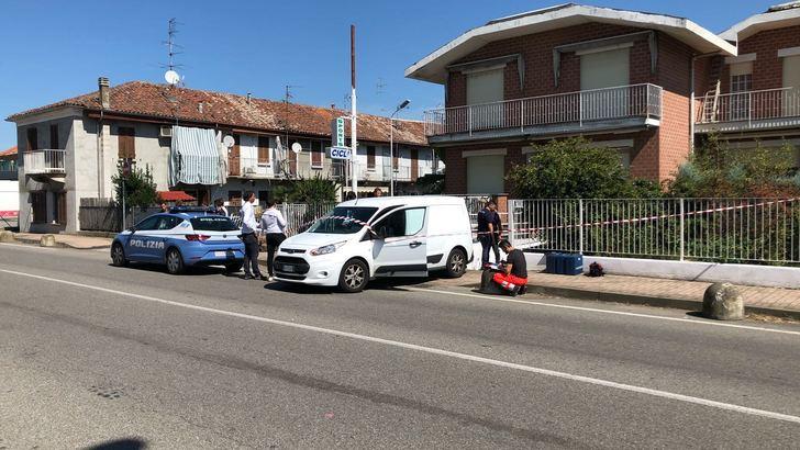 Uomo accoltellato in villa a Vercelli