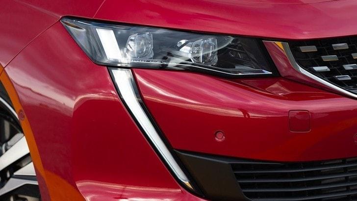 Nuova Peugeot 208, artigli da 508