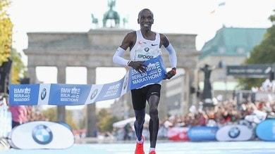 Eliud Kipchoge scrive la storia: record del mondo di maratona a Berlino