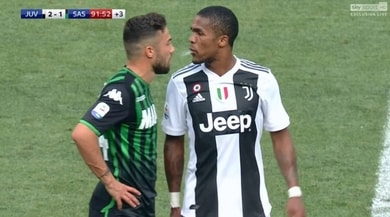 Juventus, 4 turni a Douglas Costa per lo sputo a Di Francesco