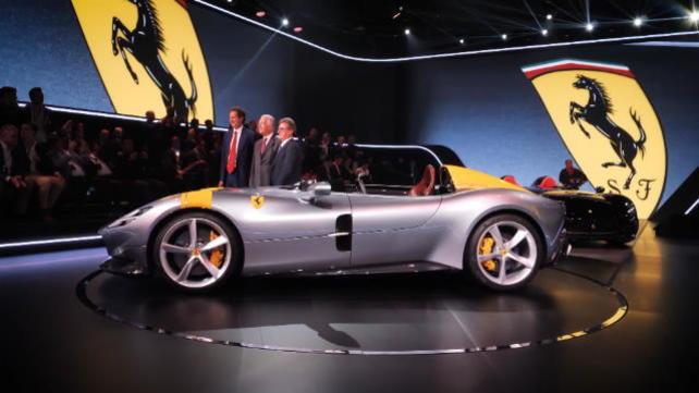 Ferrari, svelata la Monza SP1 e SP2